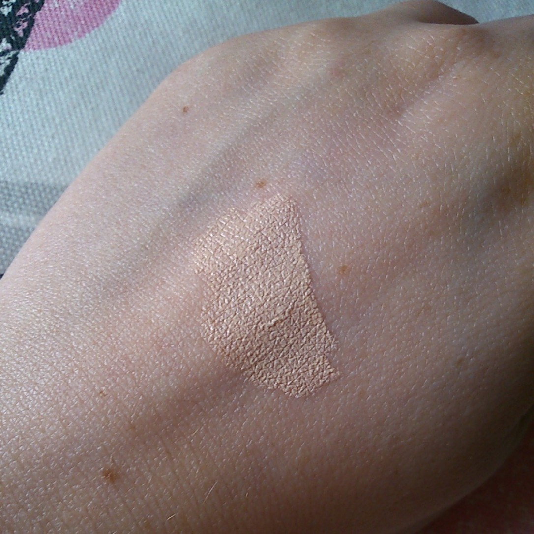 Swatch of L'oreal Lumi Magique Touch of Light Highlight pen